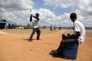 Peloteros hitting the ball