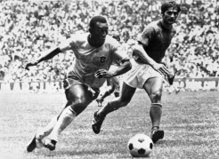 Pelé playing